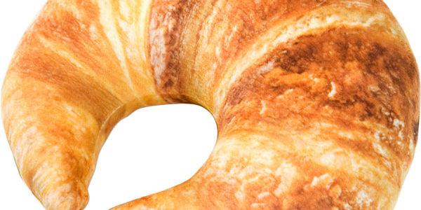 ねこがパンをこねこね!ニトリのパン型クッションと猫のコラボに癒やされる